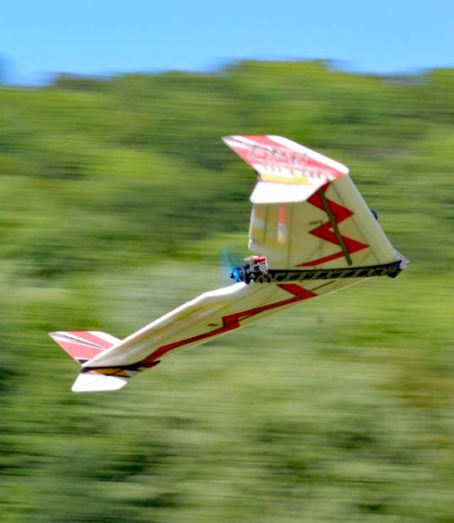 video techone 900mm fpv wing action from motion rc Airplane GEEK VIDEO: TechOne 900mm FPV Wing Action From Motion RC