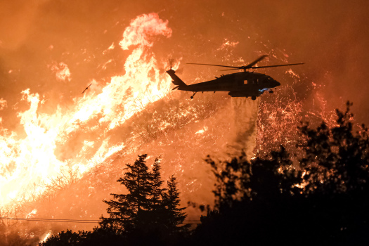 A helicopter makes a night water drop on the leading edge of the Lake fire which has burned more than 10,000 acres near Lake Hughes north of Los Angeles. (Photo by David Crane)