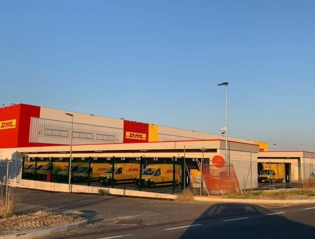 dhl unveils a new gateway facility at bologna airport delivers 1 billion covid 19 vaccine doses Airplane GEEK DHL unveils a new gateway facility at Bologna Airport, delivers 1 billion COVID-19 vaccine doses