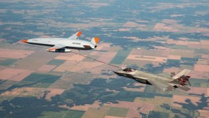 mq 25 stingray tests move forward with first f 35c lightning ii air to air refueling Airplane GEEK MQ-25 Stingray Tests Move Forward With First F-35C Lightning II Air-To-Air Refueling