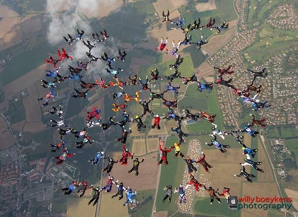 Record de France à 98 parachutistes