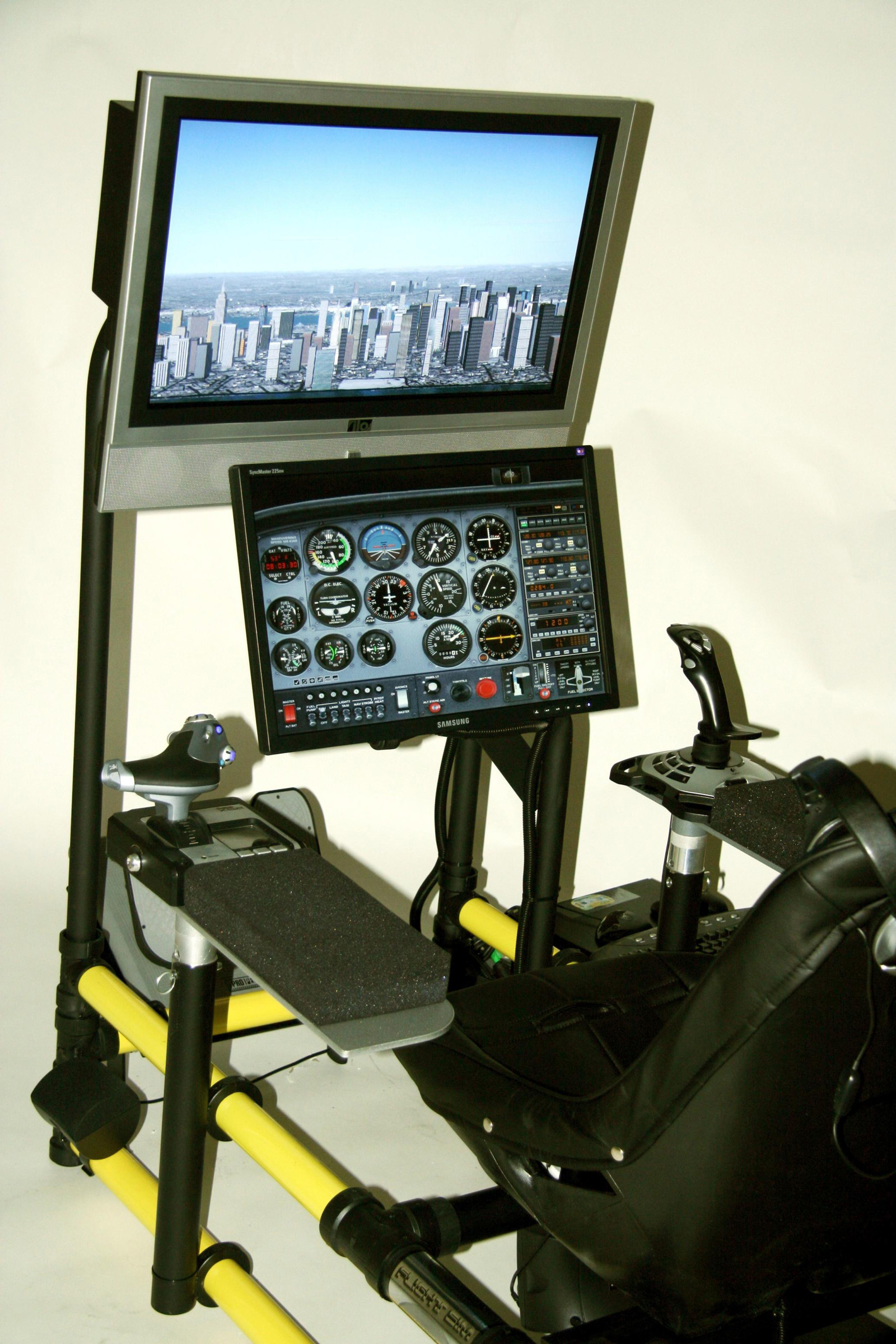 Flight Simulator Chair Hotseat Delivers In The Cockpit Experience Airport