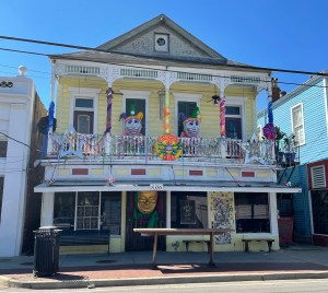 colorful house on Oak St