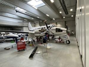 beechcraft 200 super king air in hangar