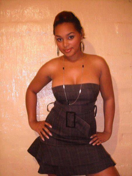 Light skinned Kenyan babe holds her hips