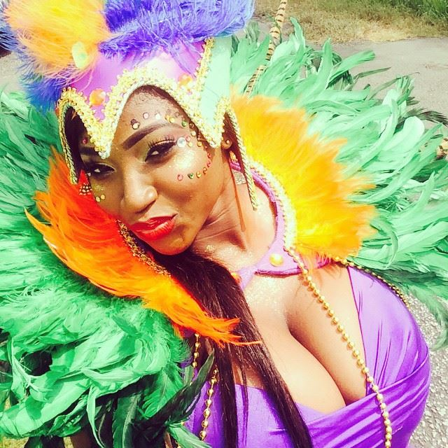 Nigerian Girl imitating Brazilian Samba Dress and Dance
