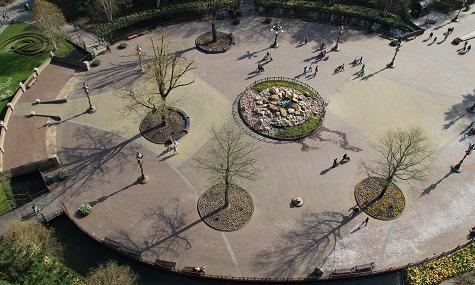 Der Bauplatz von Hartenhof, mitten im Park gelegen