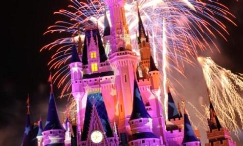 Im Magic Kingdom findet Wishes rund um das Schloss statt