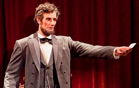 """Der Lincoln Animatronic hat die Gäste sowohl auf der Weltaustellung, als auch später im Park tief beeindruckt und gilt heute als erster """"moderner"""" Animatronic"""