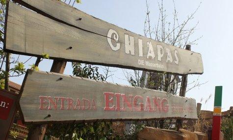Die Schilder führen einen zum Eingang von Chiapas