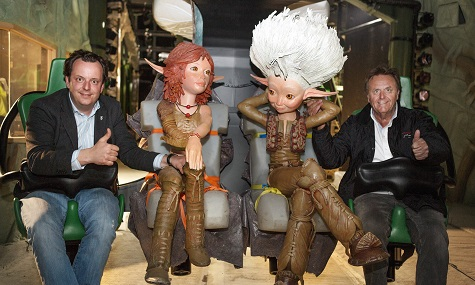 Roland & Michael Mack sowie zwei Maskottchen nach der Testfahrt.