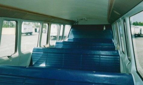 Stilecht und original - nur mit den blauen Bänken!