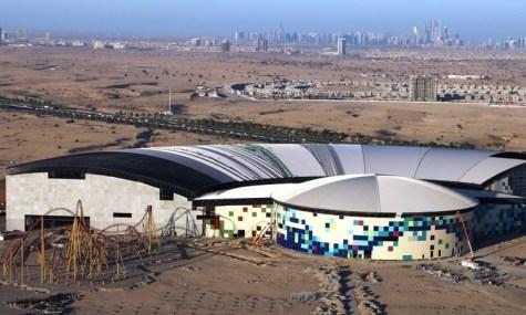 Die Halle des neuen Indoorfreizeitparks ist gigantisch - Anklicken zum Vergrößern!
