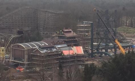 Die Station und der Turm als Symbol des Barons sind noch mitten im Bau (zum Vergrößern anklicken)