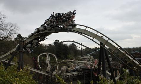 Alton Towers eröffnete mit Nemesis den zweiten Inverted Coaster der Welt