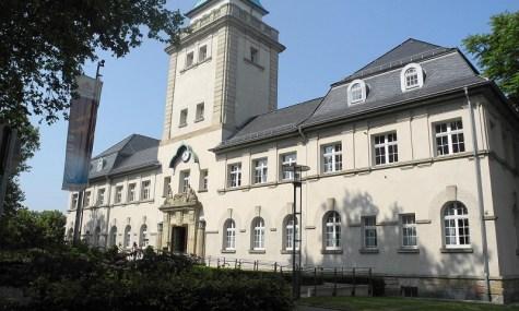 Schon das Gebäude beeindruckt durch seine Architektur im Jugendstil.