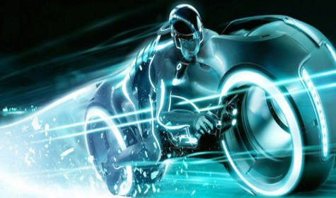 Wie bei einem Motorbike-Coaster von Vekoma werden die Fahrgäste sitzen