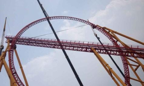 Der gigantische Looping erreicht eine Höhe von 50 Metern