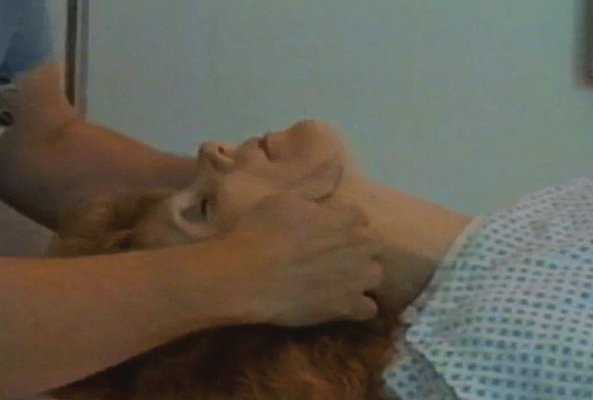 Photo showing jaw lift in a simulated patient