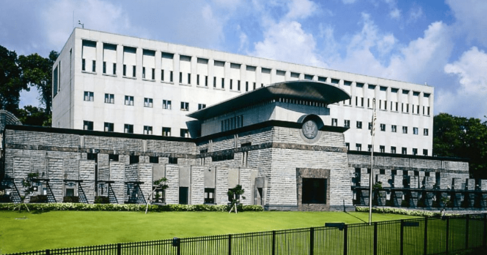 SOUTH AFRICAN EMBASSIES AND CONSULATES