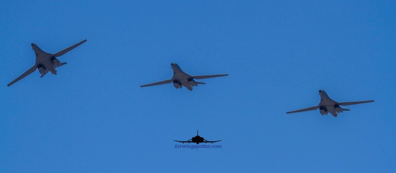 Photo B-1b 3 ship formation coming in to land
