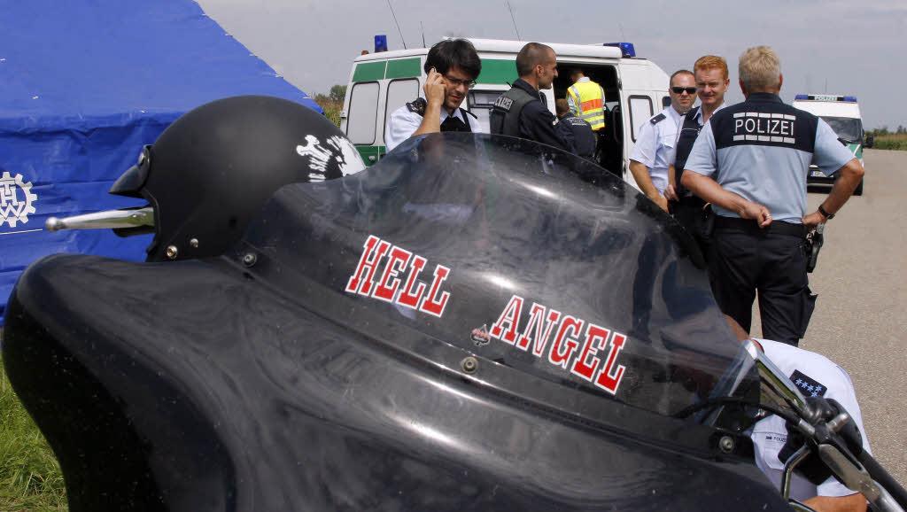 100 Polizeibeamte kontrollieren Hells Angels auf dem