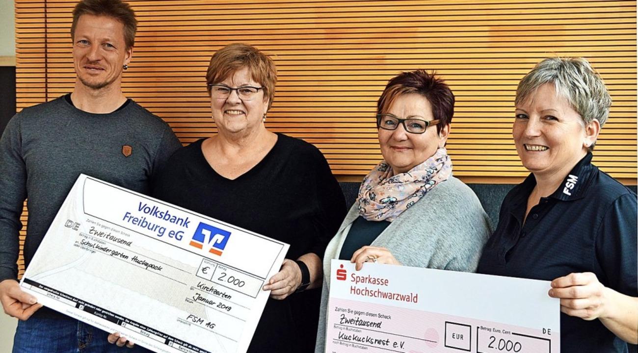 Schecküberbringer und Scheckempfänger:...na Helmle  und Beate Buhl (von links)   | Foto: Gerhard Lück