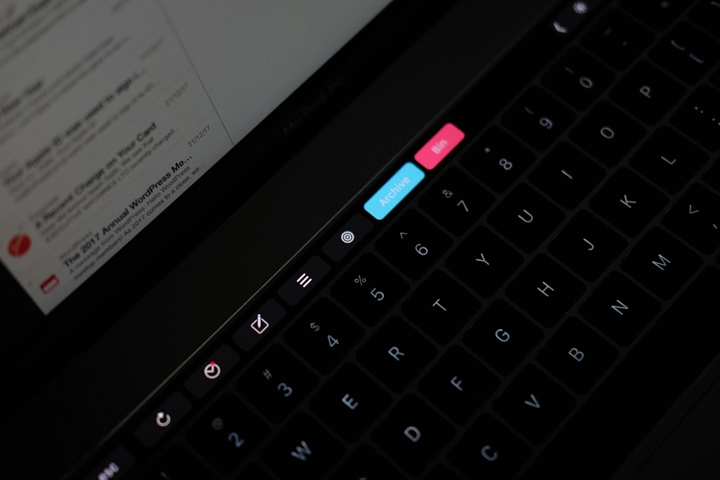 airmail 3 review - airmail on touch bar