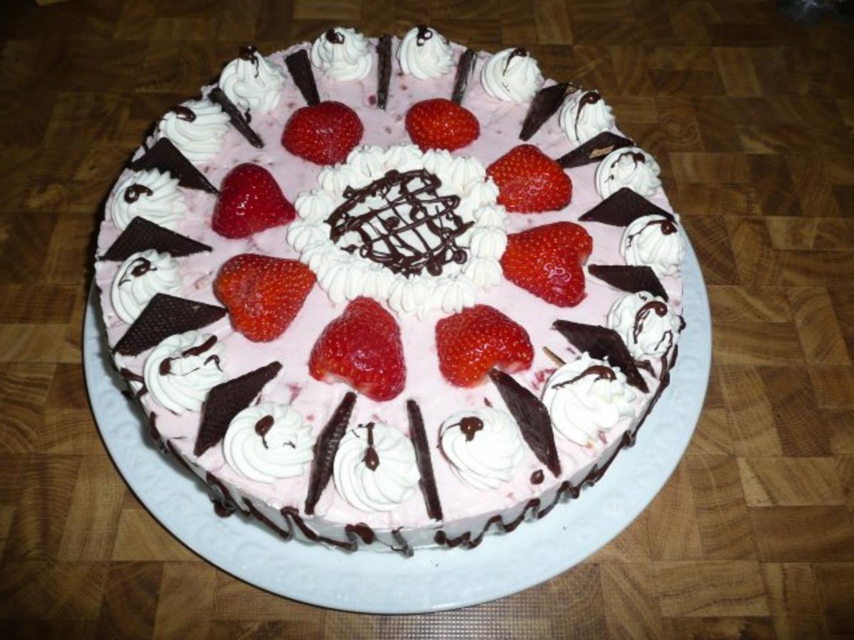 Erdbeere  Sahne  Torte zum 40 Geburtstag   Rezept