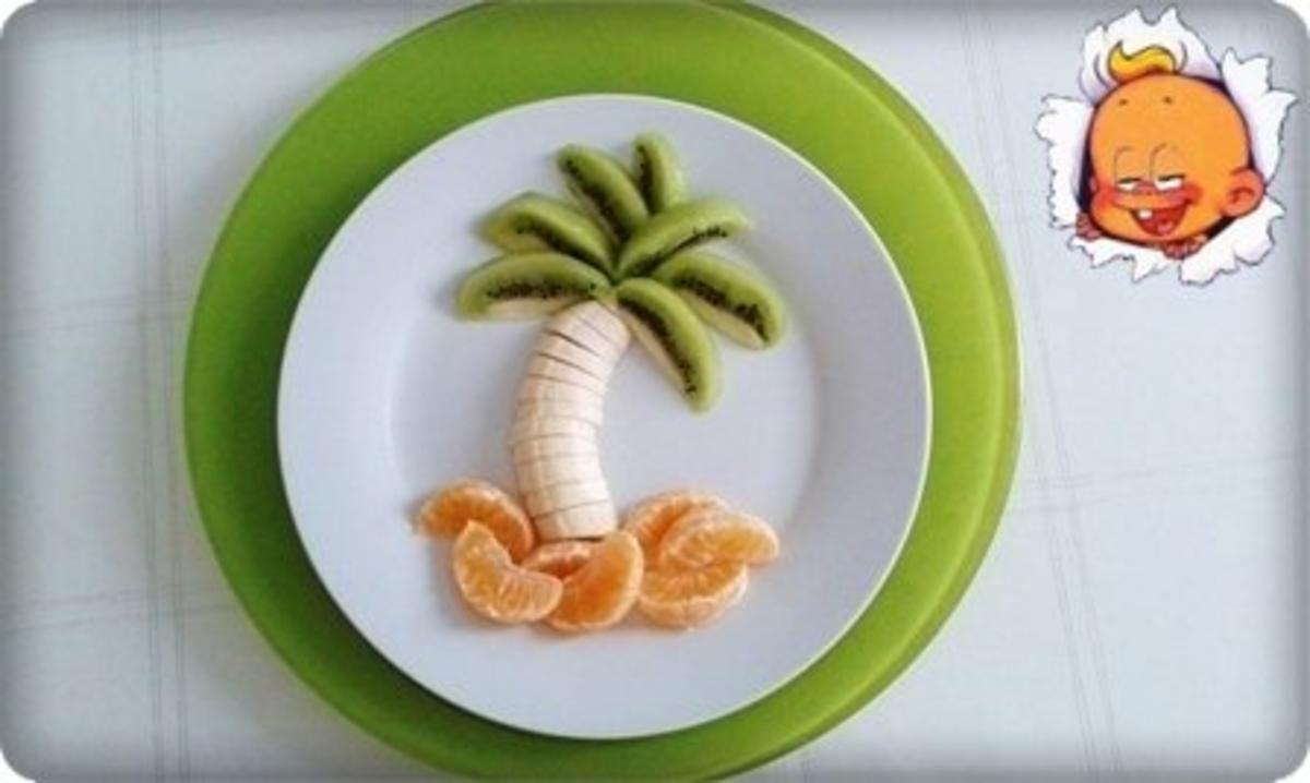 Kreatives Obst Dessert und fruchtiger Smoothie unter den