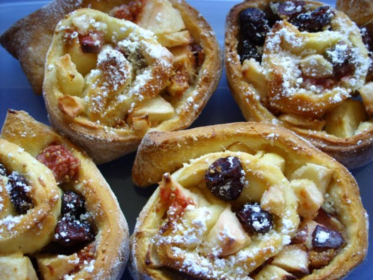 Kleine Kuchen Hefeschnecken mit ApfelFeigenFllung