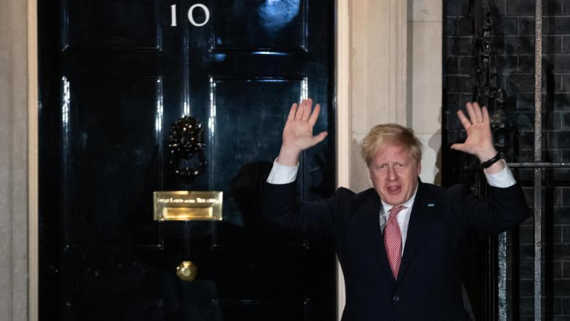 26/03/2020, UK, London: Boris Johnson, Prime Minister of Great Britain, joins the nationwide applause for the NHS (State Health System in the UK and Northern Ireland) in front of 10 Downing Street for the medicine