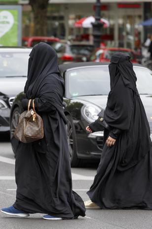 Niederlande: Parlament versagt Burkas