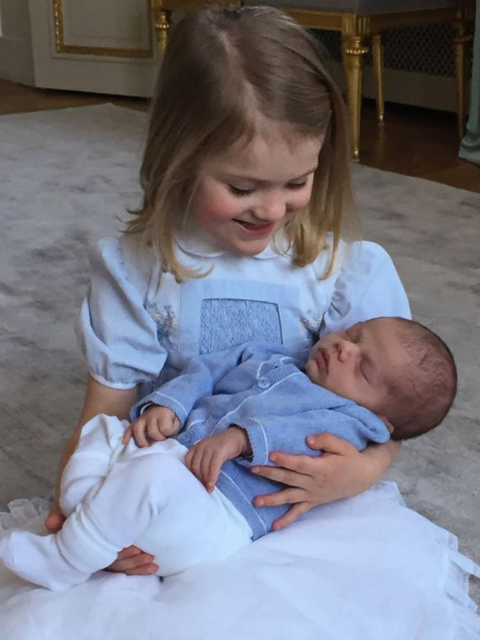 Prinzessin Victoria Erstes Foto mit Tochter Estelle