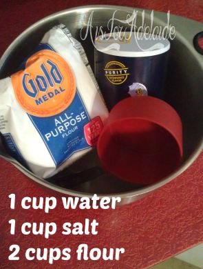 #saltdoughornamentsingredients #aisforadelaideblog #crafts Christmas