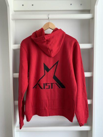 Punainen zipper hoodie: Punainen avattava vetoketjullinen huppari takaa kuvattuna jossa selässä iso mustan Aisti-logo. Hupussa hupparin väriset nauhat.