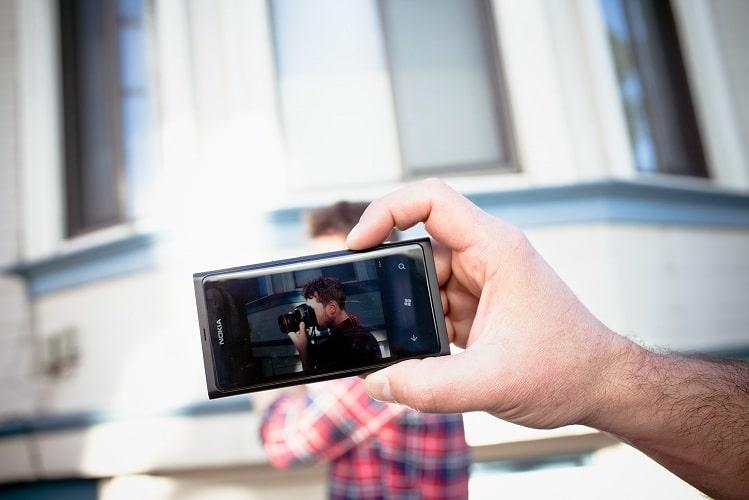 """""""توشيبا"""" تطور مستشعرا يعد بكاميرات أفضل للأجهزة المحمولة"""