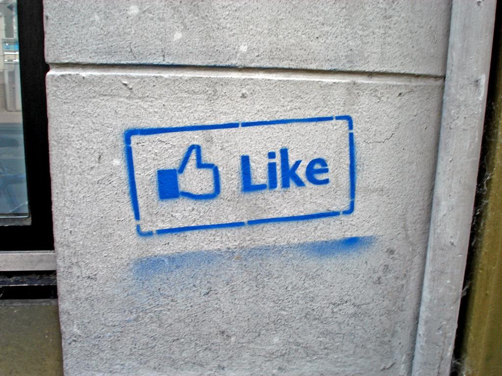 """""""فيسبوك"""" تتعهد بالتخلص بقوة من """"الإعجابات المزيفة"""""""