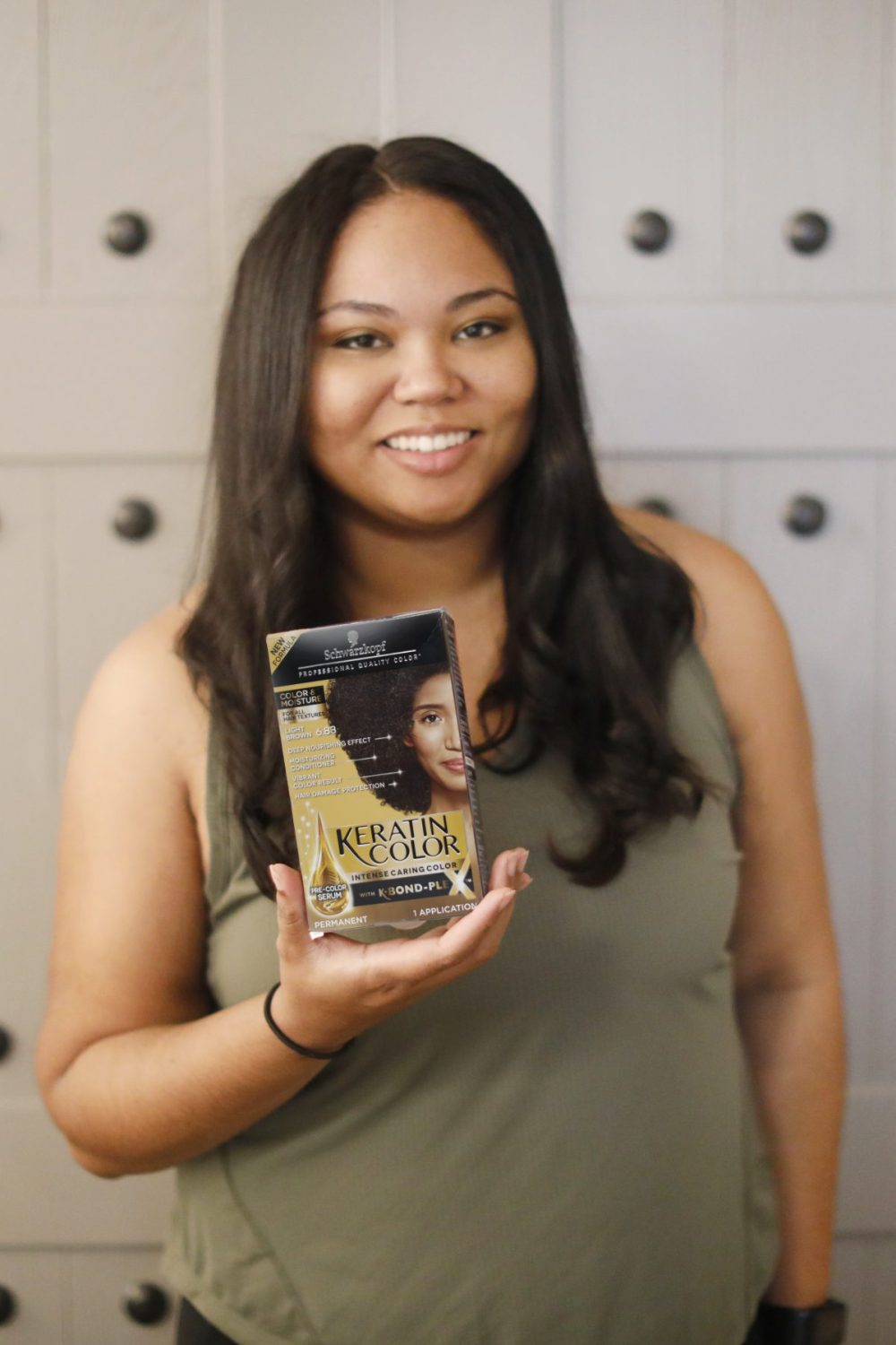 woman holding keratin color box