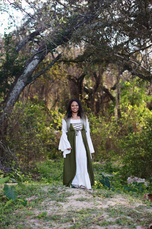 girl in renaissance costume at bay area ren fest