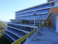 Vedere spre terasa hotelului Panoramic. Inchis. Parasit.