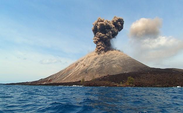 Gunung krakatau pernah meletus pada tanggal 26 Agustus 1883