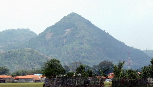 Gunung Lalakon