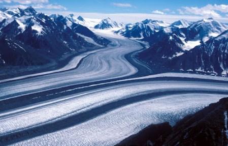 Dataran es non kutub terbesar di  Kanada
