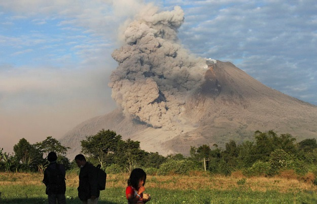 Gunung Sinabung Meletus 2013