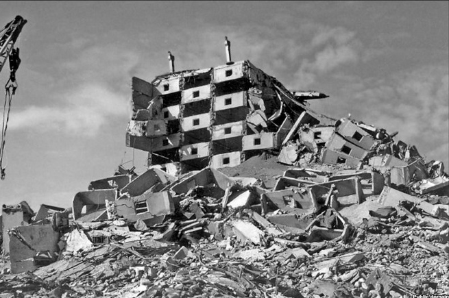 A prefabricated building after the 1988 earthquake.