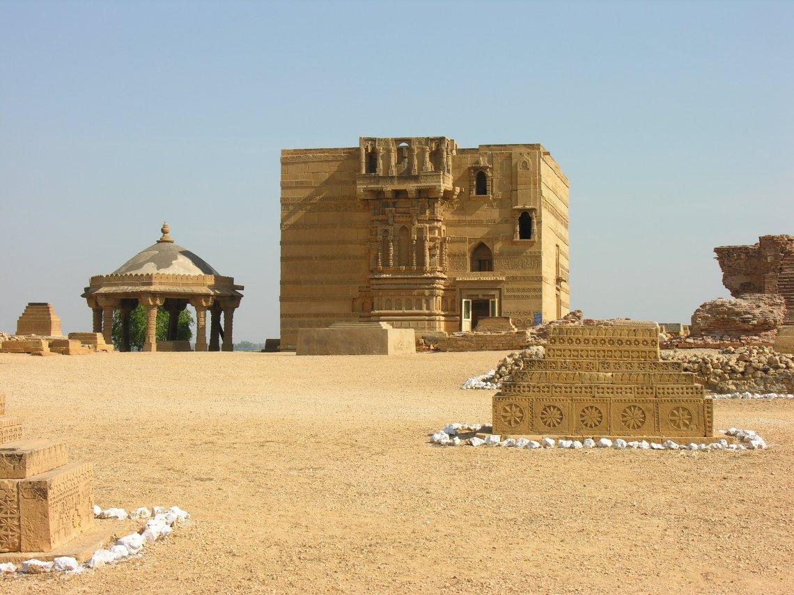 Part of Thatta's necropolis: Nizam al-Din's Tomb with polygon pavilion (Photo Copyright UNESCO)