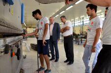 DSC 7017 - Rektör Alişarlı, Ayvaz Elektromobil Ekibini Tebrik Etti