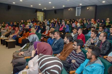 DSC 3212 - Rektör Alişarlı İlahiyat Fakültesi Öğrencilerine Hitap Etti