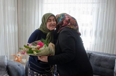 DSC 1869 - Rektör Alişarlı Anneler Gününde Şehit Ozan Özen'in Annesini Ziyaret etti.